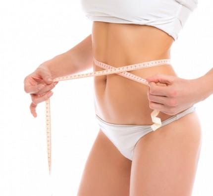 BM_Slim-woman-measuring-waist-with-tape-measure_61453763-1030x948