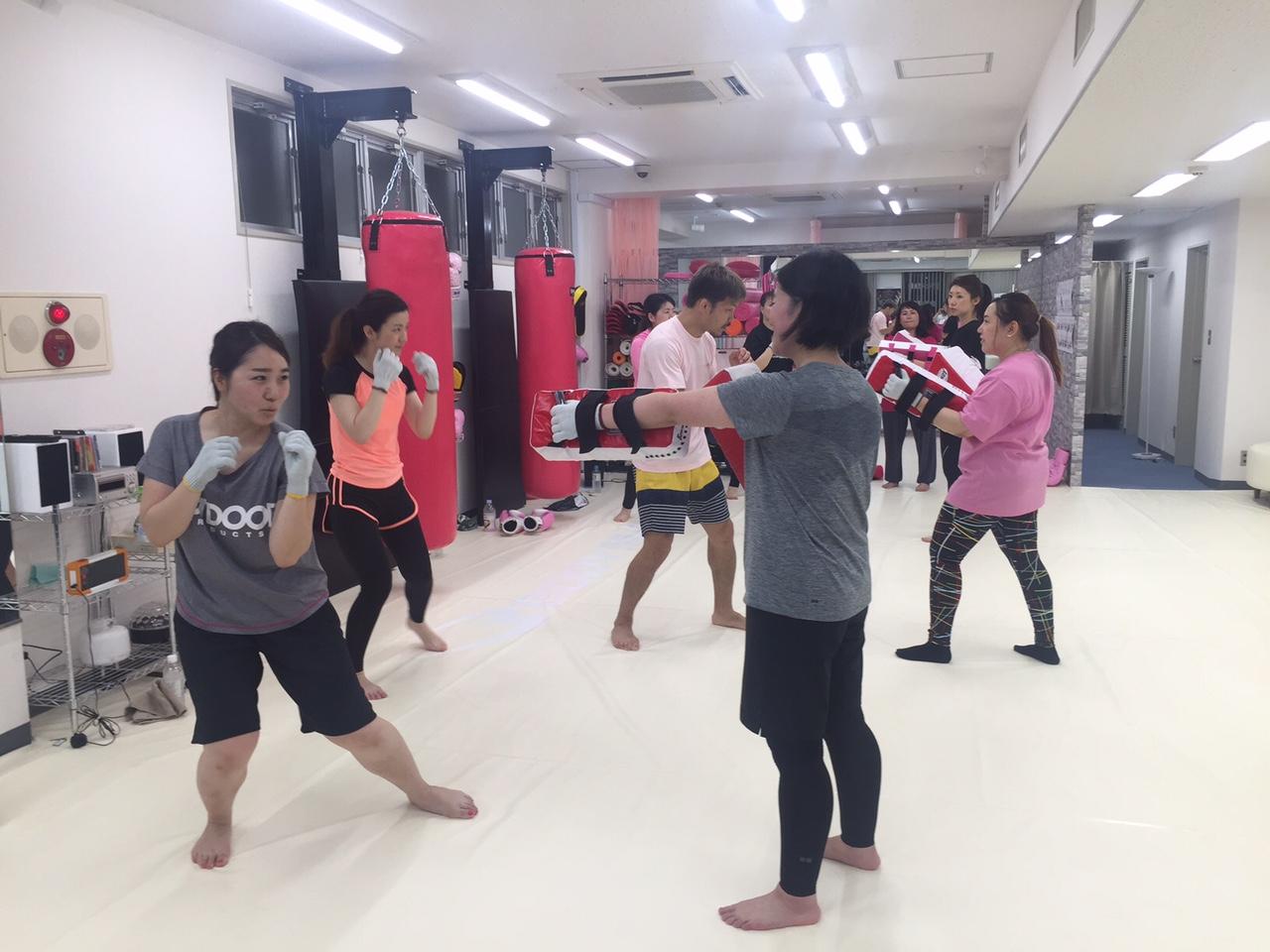 ボクシング 女性 キック